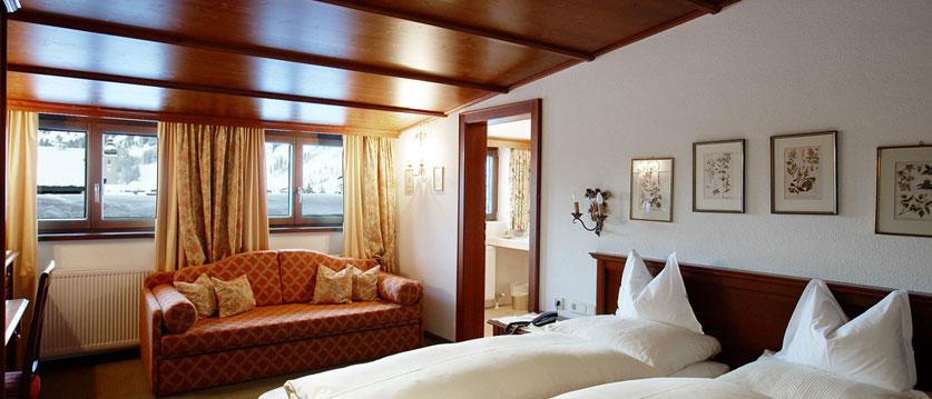 austria_arlberg-ski-area_lech_hotel_haldendorf_twin_bedroom2.jpg
